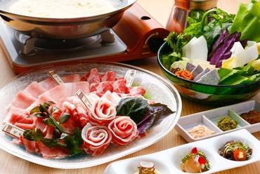 アグーを沖縄の三種の薬味と楽しむ『極上和豚100%金武アグーしゃぶしゃぶコース』