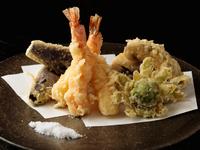 四季折々の食材をふんだんに盛り込んだ『天ぷら盛り合わせ』