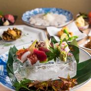 和歌山県出身のオーナーならではの仕入れルートで、産地直送の旬食材を入荷。季節感たっぷりの新鮮な美味しさに、思わず笑みがこぼれます。「ハモ」「フグ」「カニ」など、多彩な高級素材にもありつけます。