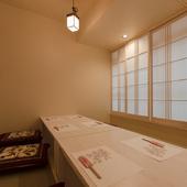 周囲に気兼ねなく食事ができる個室は、接待や会食に