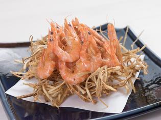 沖縄や九州で水揚げされた、新鮮な魚介を仕入れ