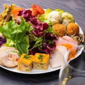 季節によって変わる内容もお楽しみ。バラエティ豊かな『前菜盛り合わせ』