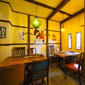 レトロなカフェを思わせる雰囲気は、モダンな空間