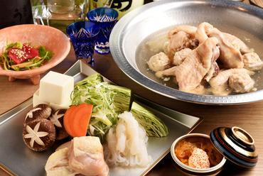 一口味わえば誰もが納得するそのおいしさ、鶏の旨みが凝縮された『博多水炊きコース』