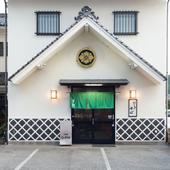 浜田駅近く、蔵が目印のそば屋