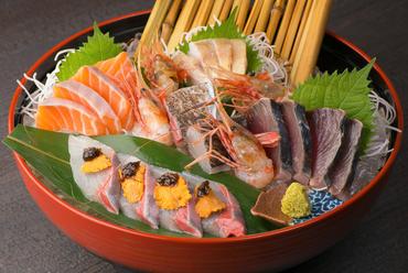 瀬戸内の新鮮な魚と金沢直送の旬の魚が並ぶ『お刺身盛合わせ』
