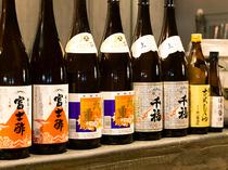 全国の調味料を厳選仕入れ。食材に合わせて調味料を変える日本酒