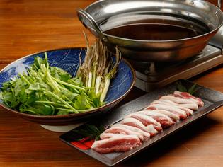 鴨肉の旨みが染み渡った出汁がクセになる『せり鍋』※冬季限定