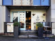 イカリのマークが目印。京都駅から徒歩10分でアクセスも便利