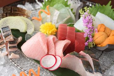 季節の鮮魚で織りなす『お造り盛合わせ』