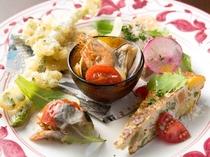 旬の野菜を贅沢に使用した『アラドーラの前菜盛り合わせ』(※画像は二人前です)