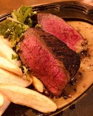 エイジング・ブースター[熟成促進装置]を使用した、鮮度と熟成という両極端な状態を融合させた熟成肉コース
