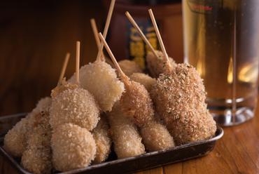 米油でカラッと揚げた串カツに舌鼓『ようこそ盛り(12本)』