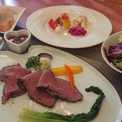 魚料理、肉料理両方ついてるフルコース デートやお食事会にどうぞ