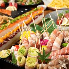 当店の美味しいものが集まった博多野菜巻き串&サーモンユッケ寿司がついた豪華プラン♪