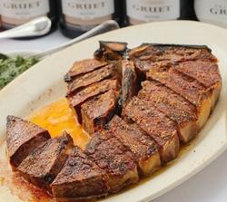 フィレとサーロインが味わえるポーターハウス。NYスタイルのステーキハウスの王道ステーキ
