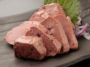 レアな食感が魅力『低温調理 和牛トロレバー』