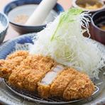 沖縄県の金武町で飼育された、餌料にぶなしめじと酒粕を使用したこだわりのアグー豚をかつに。サクサクな衣とジューシーに溢れだす肉汁が食欲をそそります。旨みと甘みがギュッと詰まったロースは絶品です。