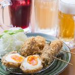 沖縄県産の島野菜を豚バラで巻いたかつを、お酒と共に楽しめる「かつベロ」。どの野菜が合うのか試行錯誤を重ねて生まれた一品です。自家製のウスターソースが肉と野菜の旨味を引き立たせます。