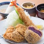 沖縄県産のコクと甘みのある紫芋を贅沢に使用した一品。県外から訪れる利用客にも人気の「沖縄県らしい」コロッケです。お好みで岩塩を付けると、さらに紫芋独特の甘みと香りが引き立ちます。