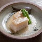 郷土の味『島豚ラフテー』は沖縄の白味噌を使い、上品に仕上げています