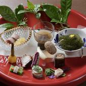 沖縄の食材を活かし、季節感あふれる和の仕立てで魅せる『琉球会席』