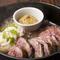 やわらかく、旨み凝縮の『熟成大麦牛のステーキ』は食欲をそそる逸品