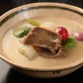 口の中でほろほろほどけていく『旬菜と牛タンの白味噌シチュー』