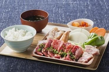地元の美味・淡路牛など、店自慢の焼肉すべてを盛り合わせてお得!『贅沢焼肉Aセット』
