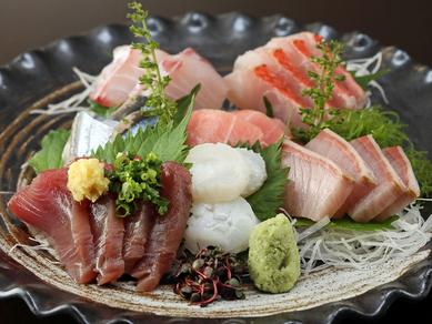 鮮魚の旨さをシンプルに味わえる『刺身の盛り合わせ』(3~4人前)