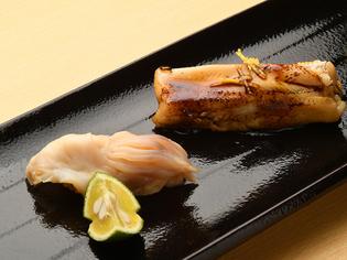 フワフワ煮穴子に山椒の風味豊かな味わいが特長『穴子の握り鮨』