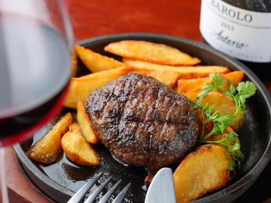 和牛100%にこだわった、肉本来の旨みが溢れる『bonanzaのレアなハンバーグ』