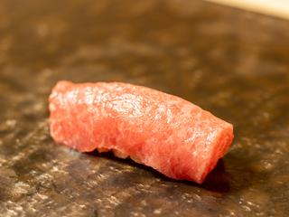 気の合う友人と本格江戸前鮨を横浜で味わう!
