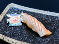 幻の鮭児 ~1万尾に1尾程度と云われる幻の鮭。魚全体がトロのように脂のり良し!