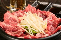 鮮度、ラム肉の仕込にこだわり、特製の陶板で焼き上げるジンギスカン食べ放題!生ビールも飲み放題です。