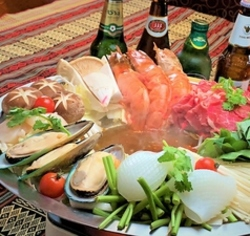 当店大人気のトムヤム鍋が楽しめる!ボリューム満点でお腹も満足!クーポンご利用で5000円→4500円に!