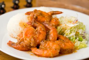 リピート率NO.1! オリジナルソースで食べるハワイ定番の人気メニュー『ガーリックシュリンプ』