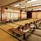 最大100名様が集える大広間、舞台を設えた部屋など、空間も多様