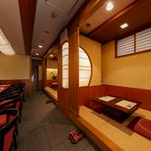 京料理を食べながら、ゆったりと過ごせるモダンな店内