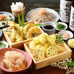 名物とり天にあげたてキツネ!操作天ぷらで人気な半熟玉子も!しめの肉つけそばは絶品です!