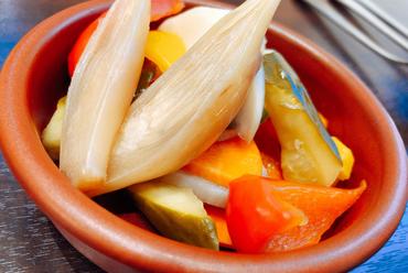 カラフル野菜が食卓を華やかに彩る『千葉県産野菜どっさりサラダ』