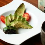 朝獲れの新鮮な魚介類と季節ごとの旬の野菜を堪能できる