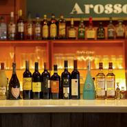 ワイン好きの店主が厳選した世界各国の銘柄を、常時100種ほど用意。幅広いニーズに応える品種、個性豊かな味わいが揃います。ボトルは3500~5500円がボリュームゾーン。気軽にいろいろ楽しめます!