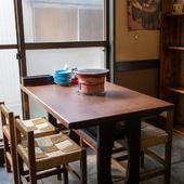 テーブル席の半個室。友人とのちょっとした集まりに