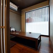大人が落ち着いてくつろげる空間に5~25名様対応の個室を設え