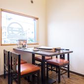 CAFEを思わせる店内。清潔感のある空間でくつろぎのデート