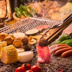 自分で焼ける肉盛り焼肉は盛り上がること間違いなし♪お肉は牛、豚、鶏と豊富にご用意。