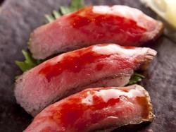 和牛炙り肉寿司含む全14品がまさかの食べ放題!前菜やサラダ、肉料理まで全て食べ放題!