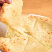 濃厚なチーズがとろける『チーズナン』