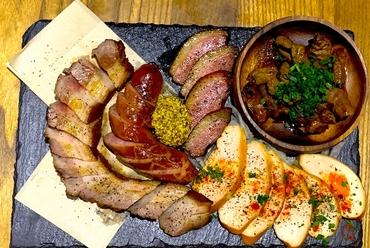 『5種の燻製肉盛り合わせ』